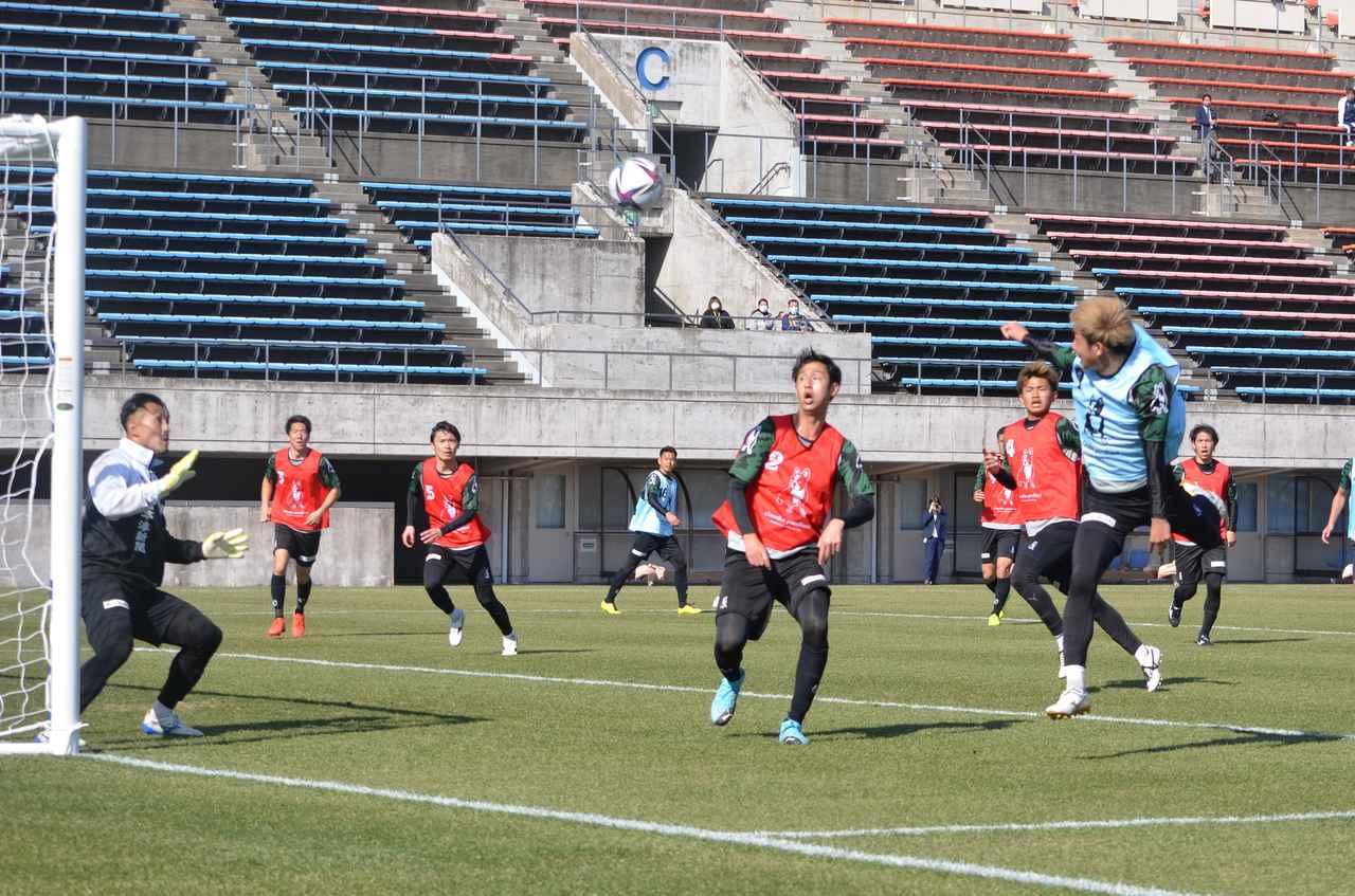 Images : 2番目の画像 - 【試合写真】一般にも公開された鳥取の紅白戦(写真◎石倉利英) - サッカーマガジンWEB