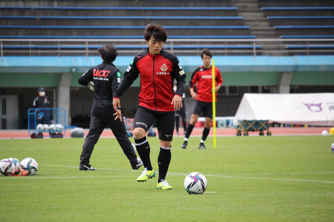 Images : 2番目の画像 - 【写真】相馬勇紀はゴールへの意欲を日々の練習からも示している(写真提供◎名古屋グランパス) - サッカーマガジンWEB