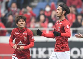 浦和の柏木陽介(左)と杉本健勇