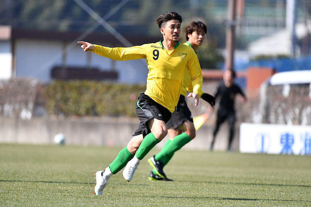 Images : 2番目の画像 - 【写真】副キャプテンとしてもチームを導く。佐藤優平に学びたいという若手が多いのだという(写真提供◎東京ヴェルディ) - サッカーマガジンWEB