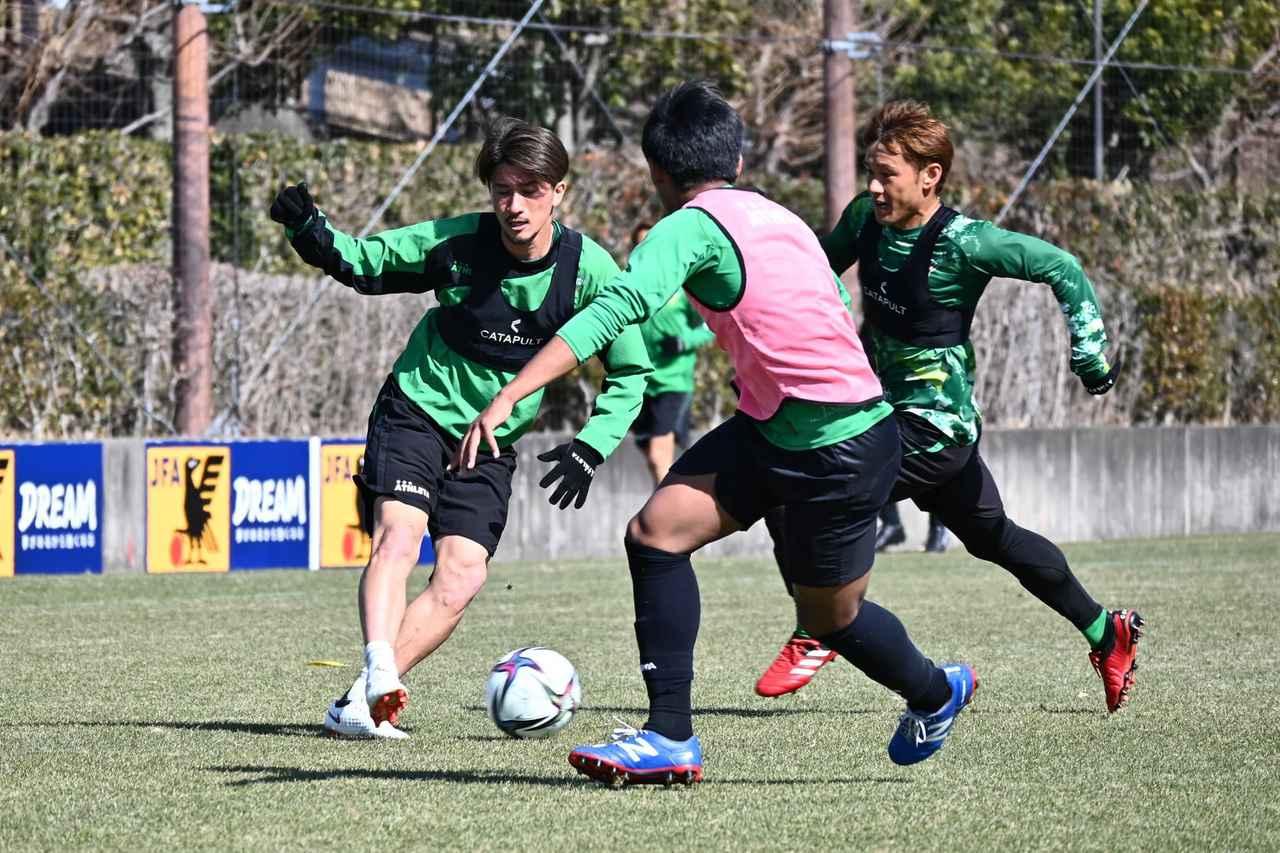 Images : 3番目の画像 - 【写真】副キャプテンとしてもチームを導く。佐藤優平に学びたいという若手が多いのだという(写真提供◎東京ヴェルディ) - サッカーマガジンWEB