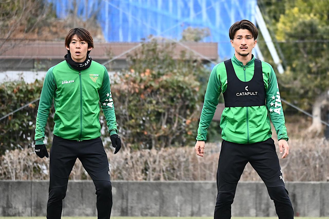 Images : 5番目の画像 - 【写真】副キャプテンとしてもチームを導く。佐藤優平に学びたいという若手が多いのだという(写真提供◎東京ヴェルディ) - サッカーマガジンWEB