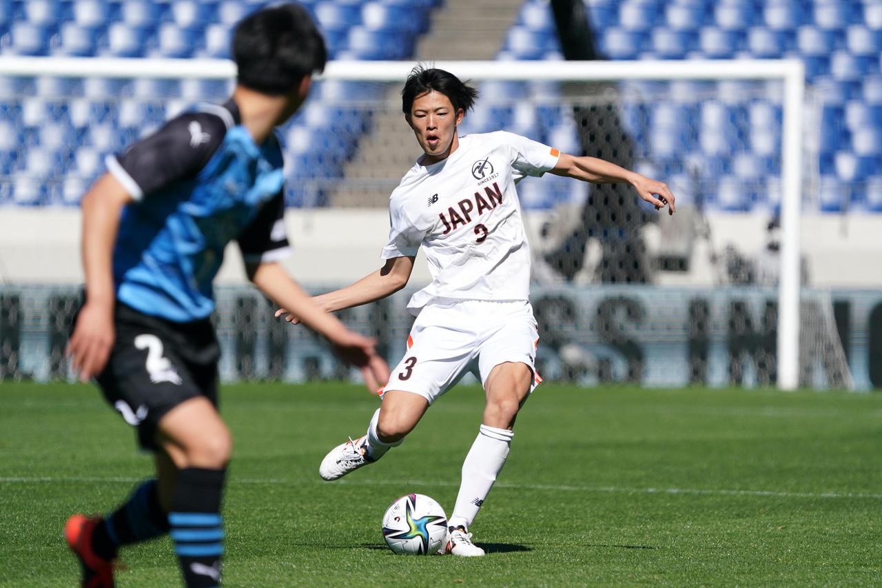 Images : 2番目の画像 - 【写真】ピッチで駆け回った高校選抜の選手たち(写真◎小山真司) - サッカーマガジンWEB
