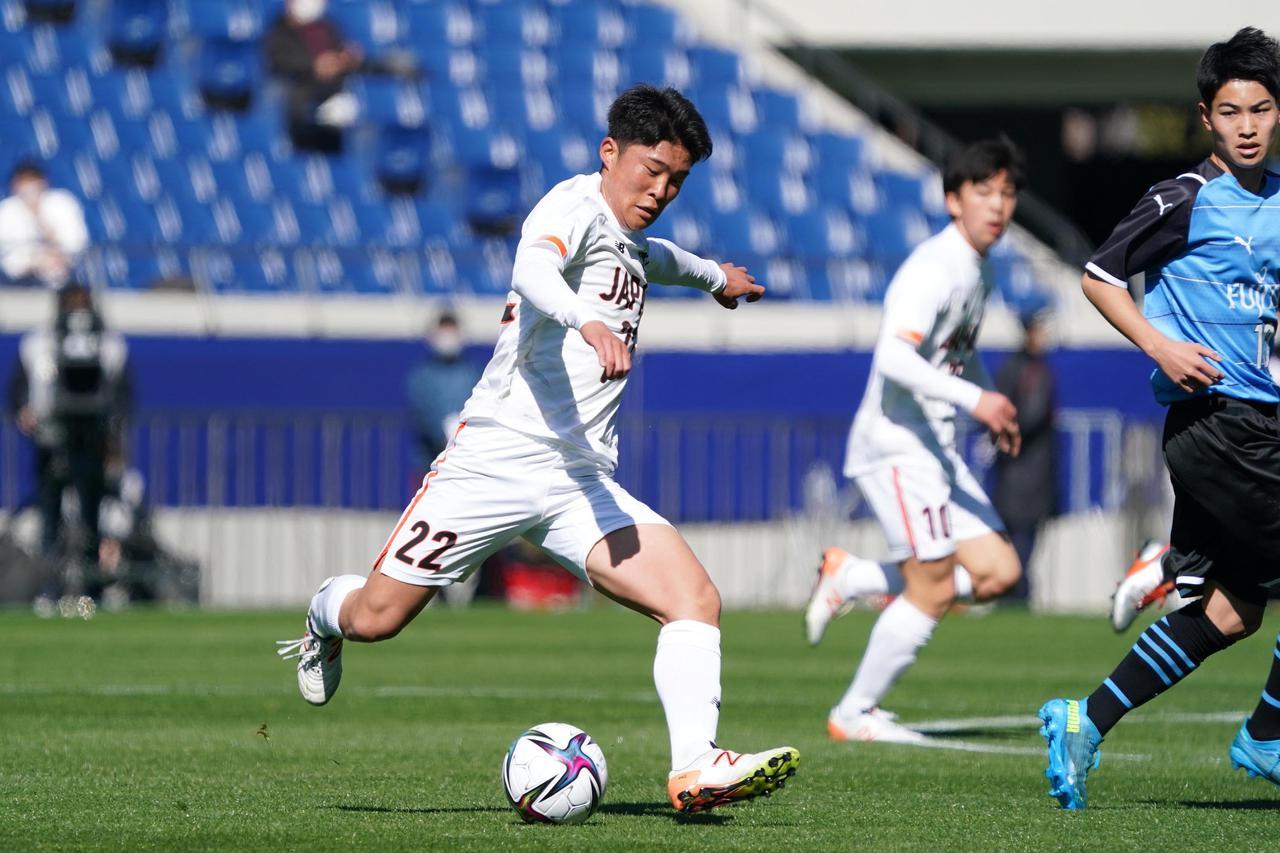 Images : 9番目の画像 - 【写真】ピッチで駆け回った高校選抜の選手たち(写真◎小山真司) - サッカーマガジンWEB