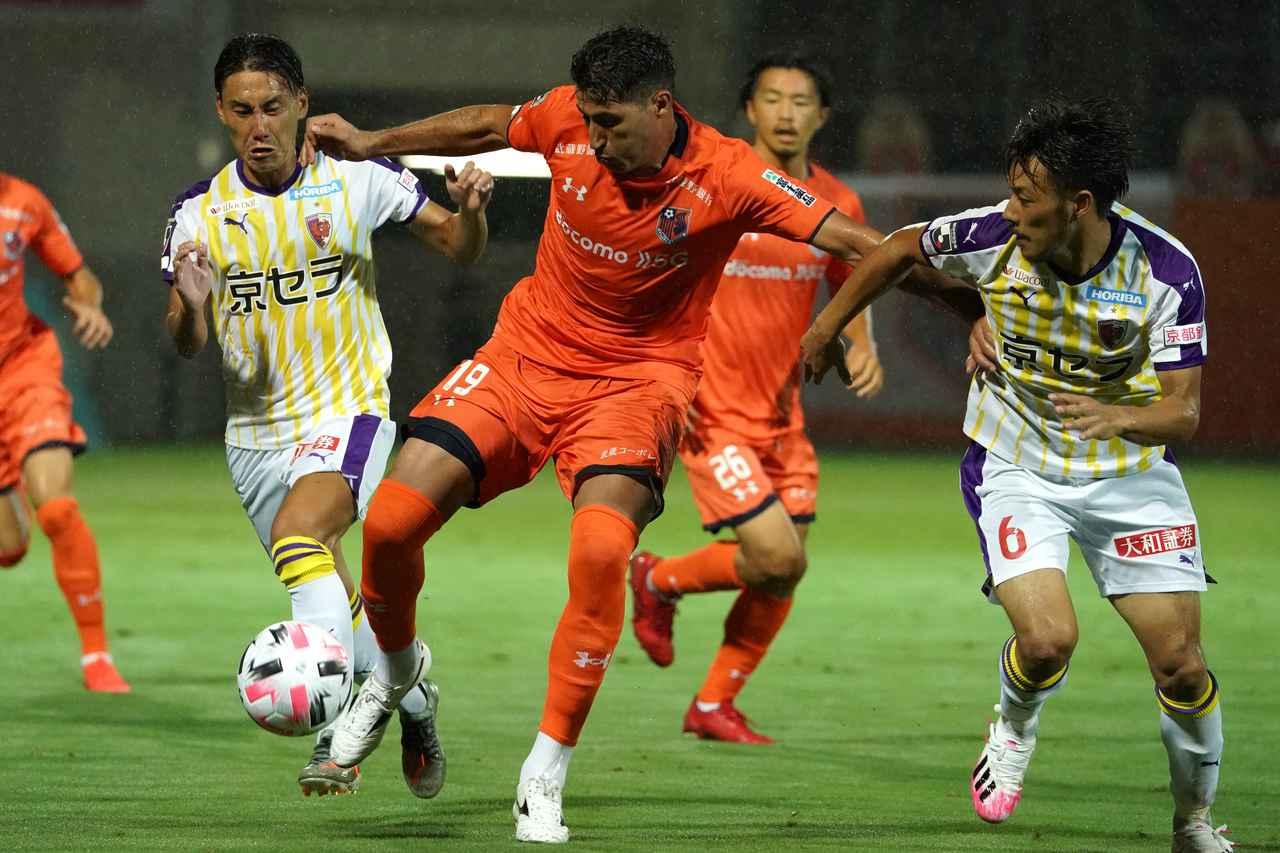 Images : 1番目の画像 - 上写真ずっと守備の要として貢献してきた。本多勇喜は副キャプテンとしてチームを引っ張る(写真◎Getty Images) - サッカーマガジンWEB