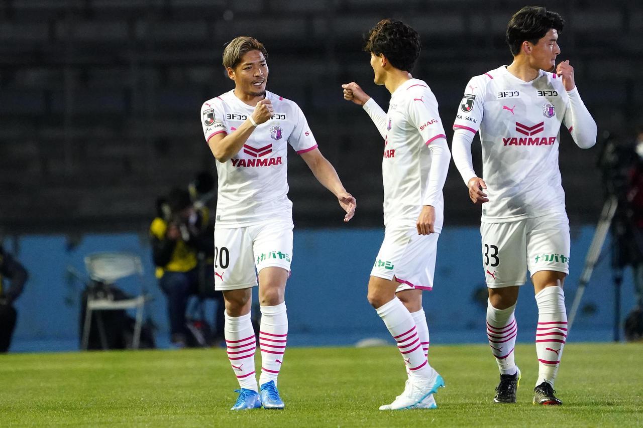 Images : 1番目の画像 - 【写真】C大阪も前半の2得点で攻撃的に戦った。見ごたえのある90分だった(写真◎小山真司)1 - サッカーマガジンWEB