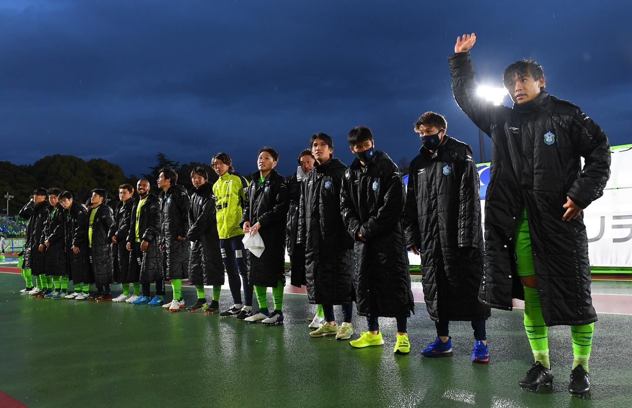 Images : 2番目の画像 - 【写真】今シーズン初勝利を挙げた湘南ベルマーレ(写真◎J.LEAGUE、Getty Images) - サッカーマガジンWEB