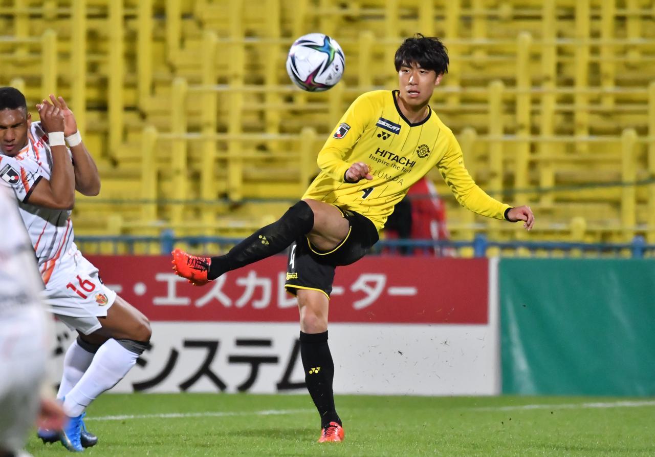 Images : 1番目の画像 - 【写真】U-24日本代表の活動で感じたものをチームに還元したいと語った古賀太陽(写真◎KASHIWA REYSOL) - サッカーマガジンWEB