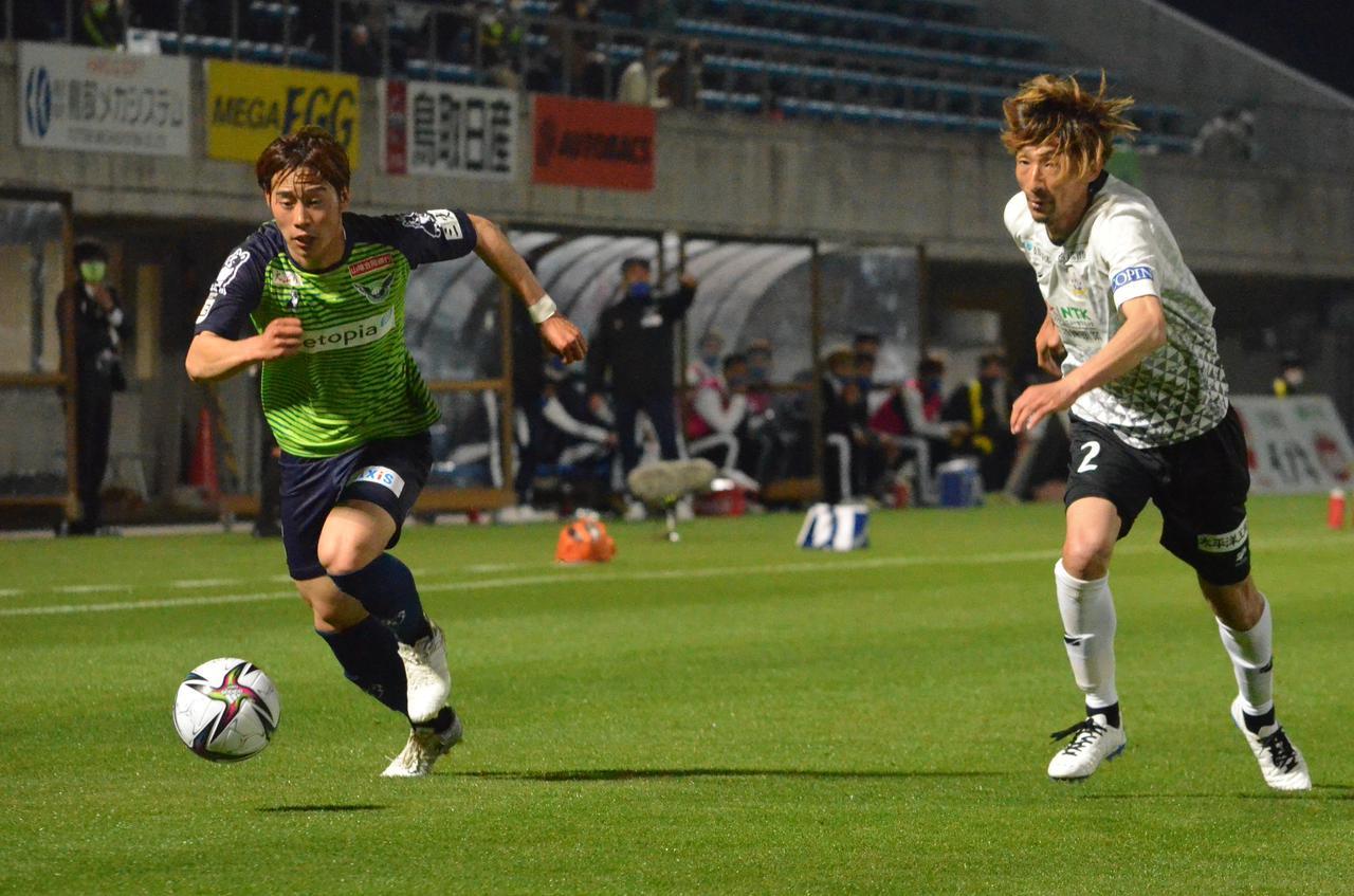 Images : 1番目の画像 - 【写真】鳥取は今季初めて前半を無失点に抑えたが、攻撃は決定機を作れなかった(写真◎石倉利英) - サッカーマガジンWEB