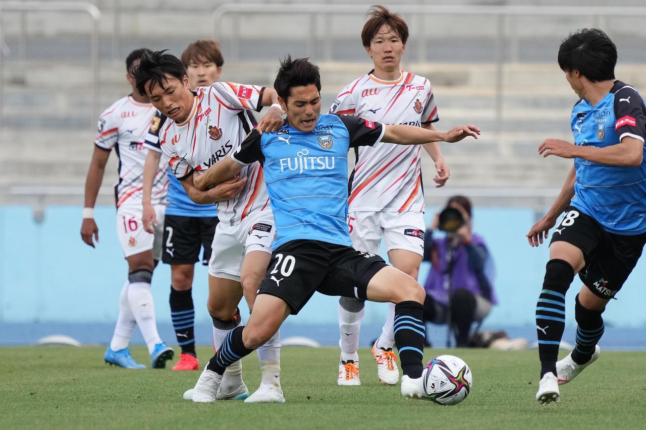 Images : 2番目の画像 - 【写真】川崎Fと名古屋の激戦を写真で振り返る(写真◎小山真司) - サッカーマガジンWEB