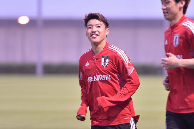 画像: ドイツでのシーズンを終え、帰国して日本代表の活動に合流した堂安律(写真◎BBM)