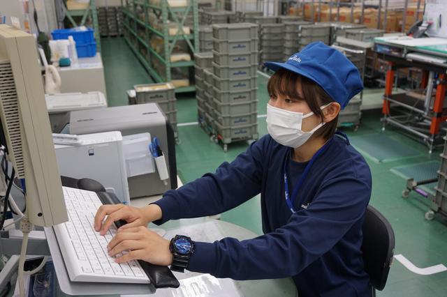画像: 地元企業の出雲村田製作所で働きながらプレー。練習日は勤務後にグラウンドに向かう