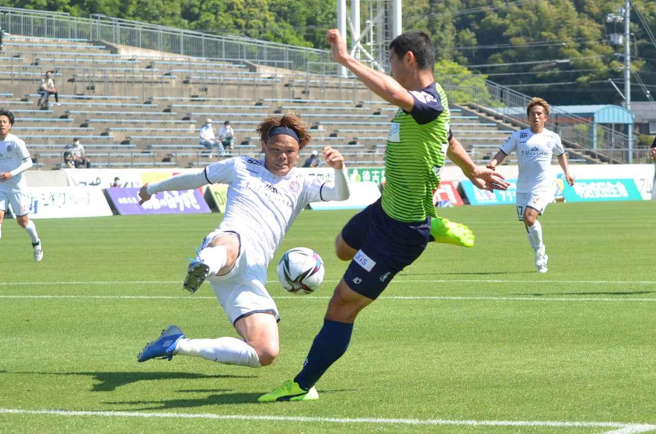 Images : 1番目の画像 - 【写真】富山の林堂に決定機を阻まれたシーン。鳥取での初ゴールを目指して練習に励む(写真◎石倉利英) - サッカーマガジンWEB