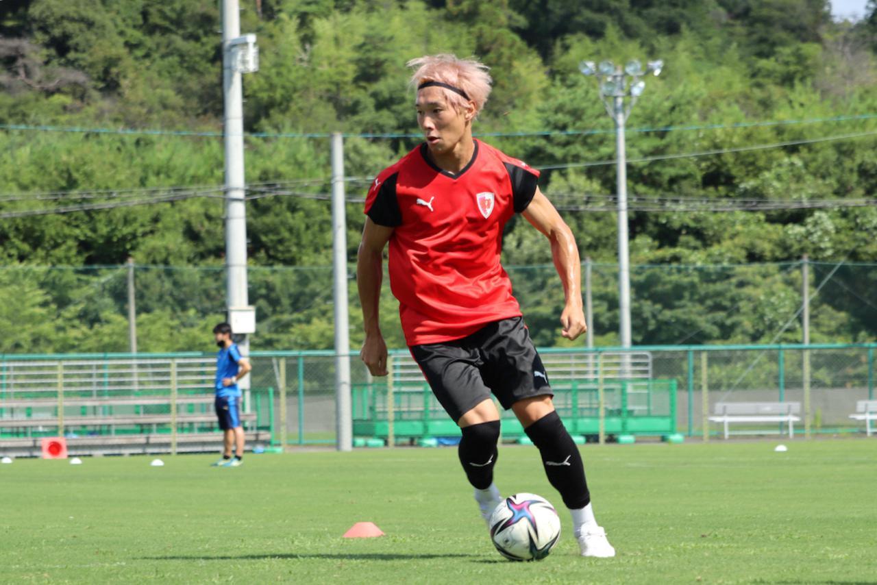 Images : 1番目の画像 - 上写真=飯田貴敬は前半戦でゴールは1。「アシストやゴールのところが物足りないので、伸びしろだと感じています」(写真提供◎京都サンガF.C./スクリーンショット) - サッカーマガジンWEB