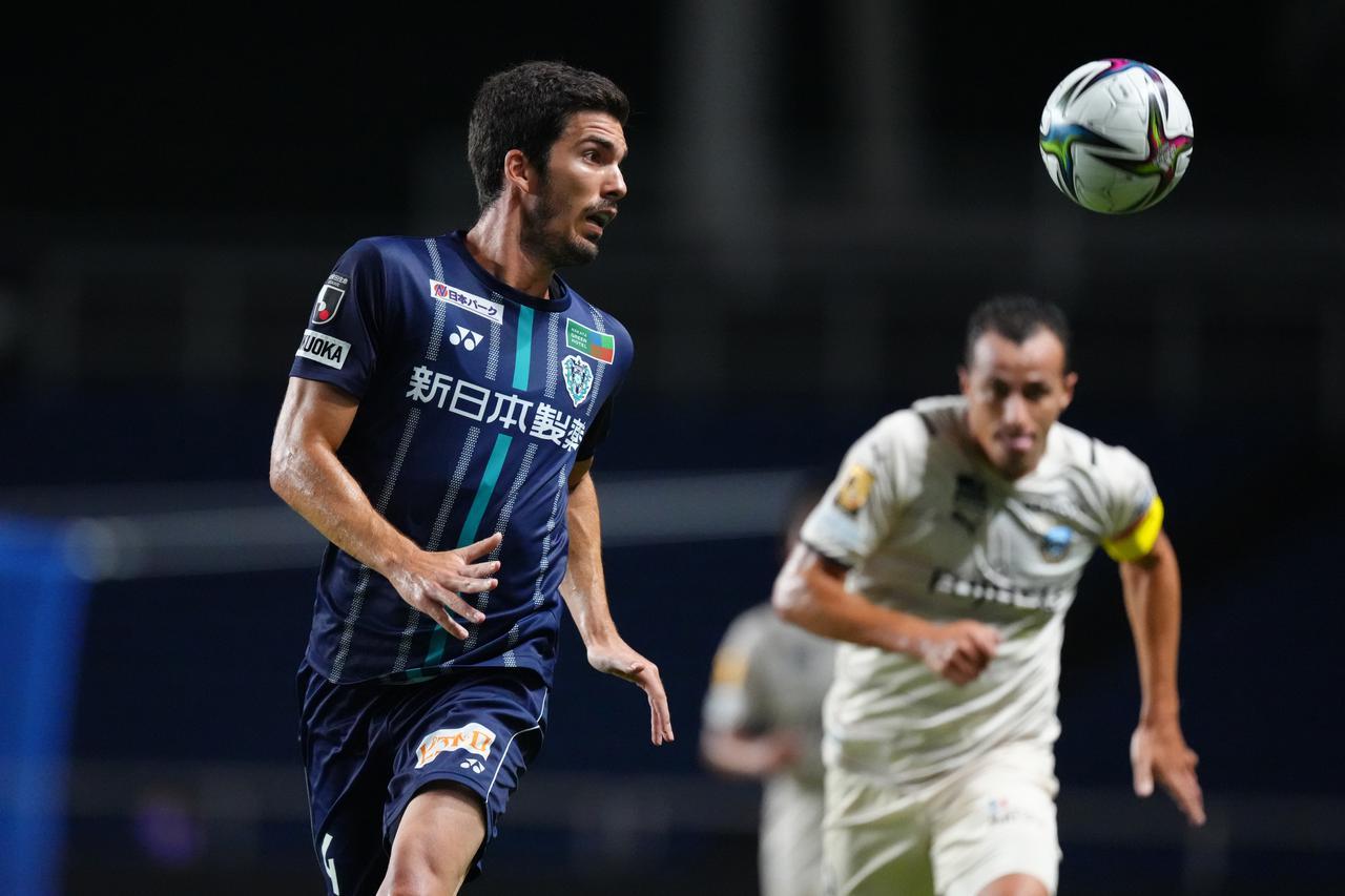 画像: アグレッシブな守りで福岡は川崎Fの猛攻に耐え、無失点で勝利を飾った