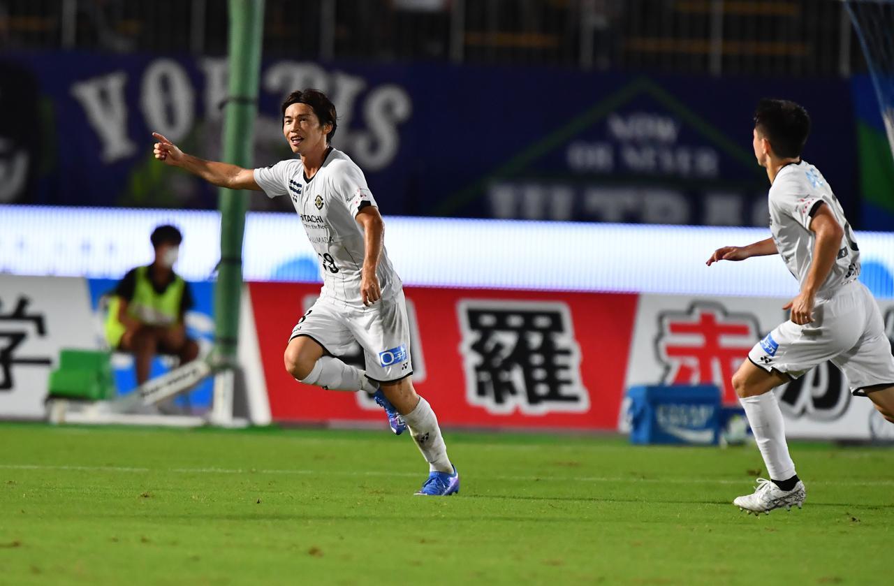 画像: 相手GKのミスを逃さずに決めた瀬川祐輔のゴールが柏の決勝点になった