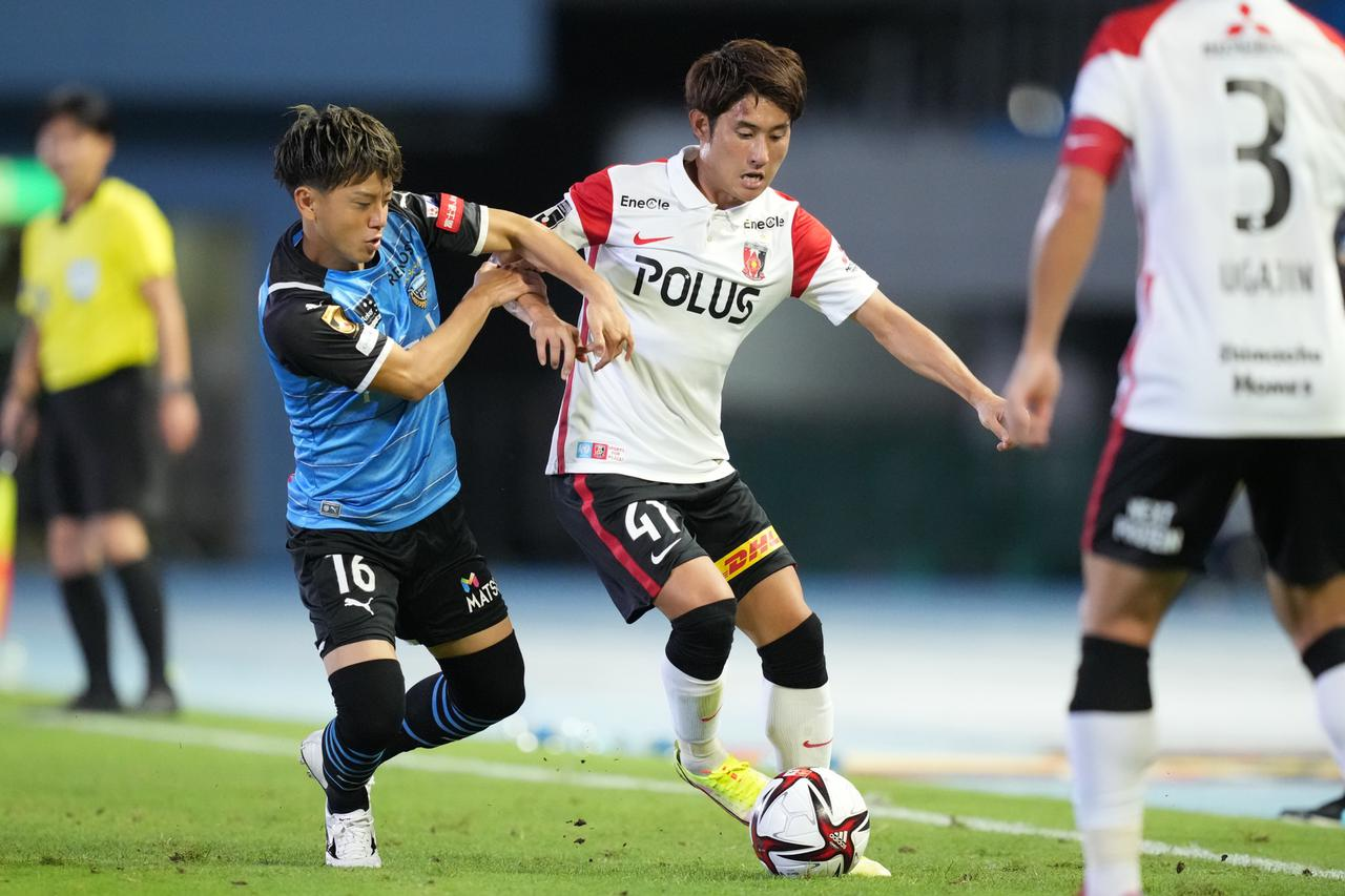 画像: 激しい攻防が繰り広げられた川崎F対浦和。2試合ともに引き分けながらアウェーゴールの差で浦和が勝ち抜けた