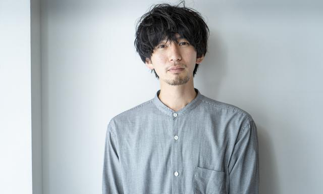 """画像: カツセマサヒコ 1986年、東京生まれ。2009年から大手印刷会社の総務部に勤務。趣味で書いていたブログをきっかけに、2014年、編集プロダクションに転職。ウェブライター、編集者として活躍し、2017年独立。Twitterは現在14.8万フォロワーを誇る。2020年、""""こんなハズじゃなかった""""20代の人生と恋の痛く切ない日々を描いたデビュー小説『明け方の若者たち』を上梓。 ▶︎Twitter"""