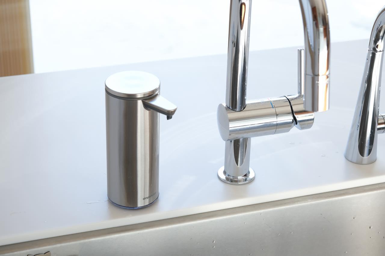 画像: 衛生的な自動ポンプ。水回りが高見えする好脇役 センサーポンプソープディスペンサー/シンプルヒューマン