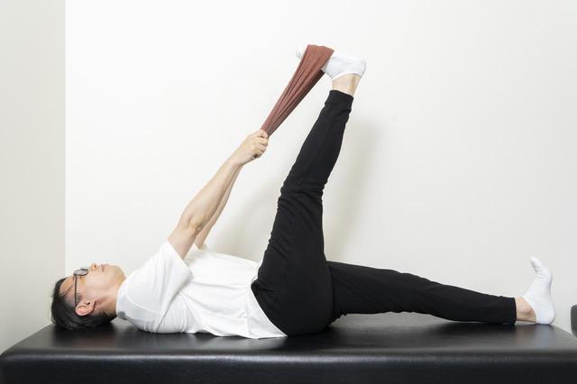 画像3: 【カンタン5分で腰痛改善】寝ながらストレッチでおやすみ前に体をリフレッシュ!