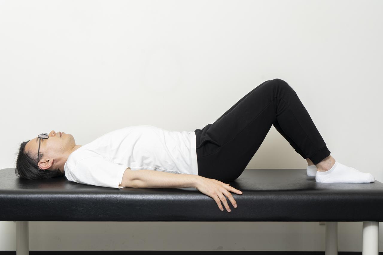 画像8: 【カンタン5分で腰痛改善】寝ながらストレッチでおやすみ前に体をリフレッシュ!