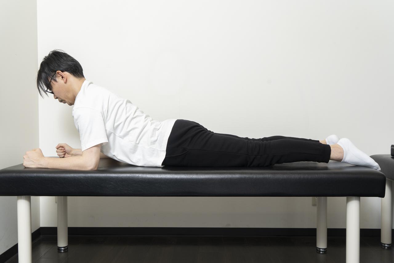 画像16: 【カンタン5分で腰痛改善】寝ながらストレッチでおやすみ前に体をリフレッシュ!