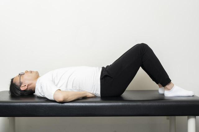 画像5: 【カンタン5分で腰痛改善】寝ながらストレッチでおやすみ前に体をリフレッシュ!