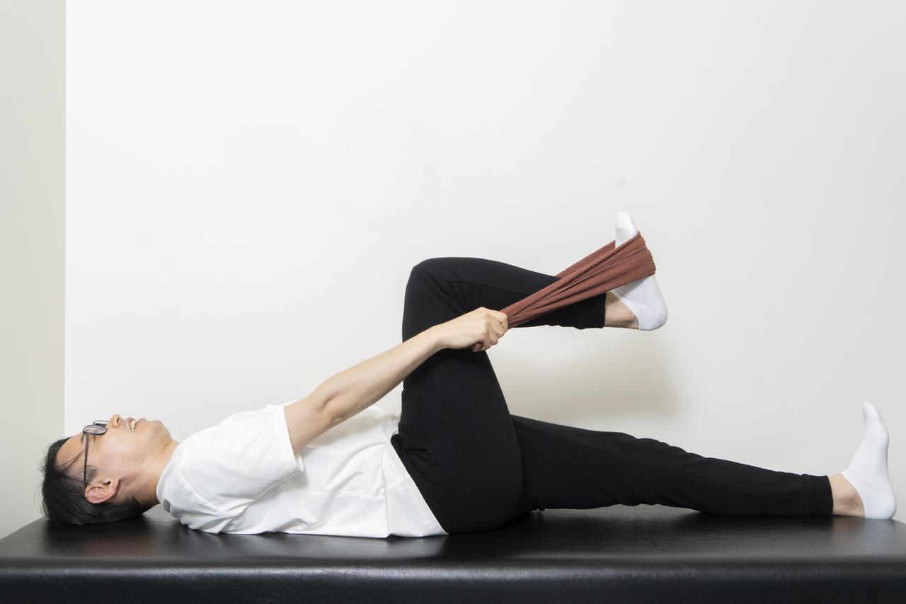 画像2: 【カンタン5分で腰痛改善】寝ながらストレッチでおやすみ前に体をリフレッシュ!