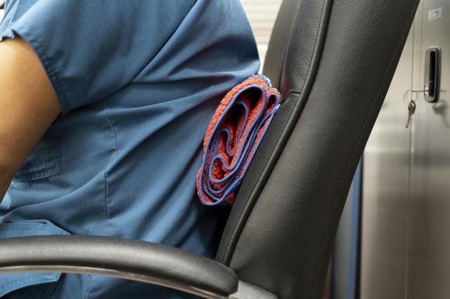 画像2: 背中に挟んで姿勢改善「背もたれ用クッション」