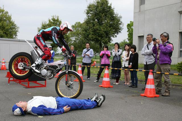 画像: 自身で解説しながら妙技で会場を沸かせた小川選手