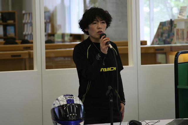 画像: 講演する小林ゆき氏