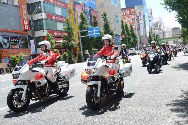 画像: 女性白バイ隊を先導に秋葉原からスタートした女性バイクパレード隊