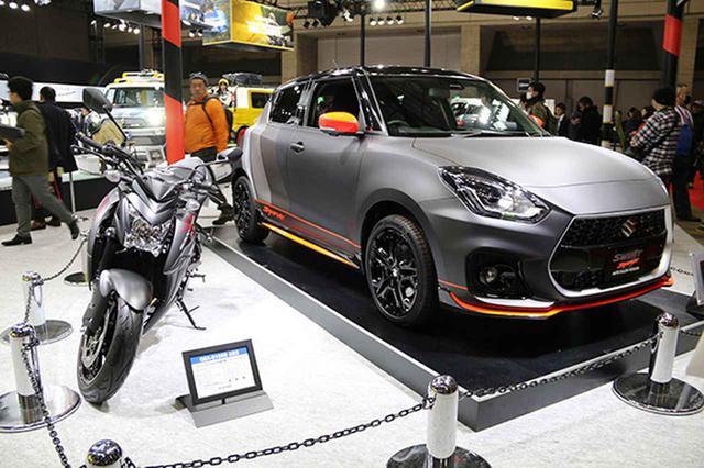 画像: スズキ・GSX-S1000ABSと同塗装のスイフトスポーツオートサロンバージョン