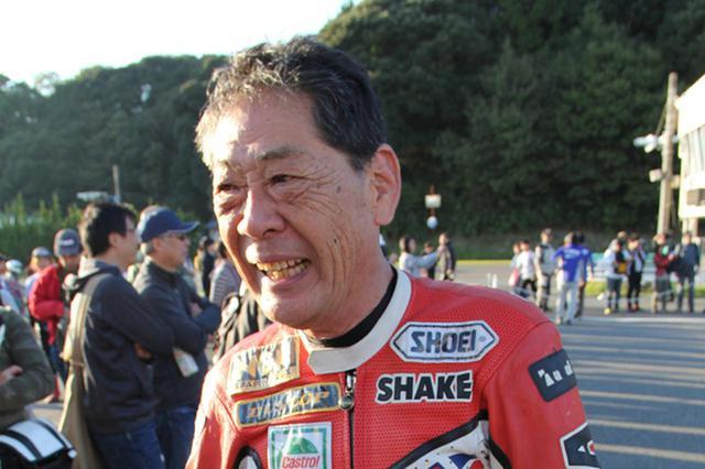 画像: 走行後に笑顔を見せる河崎裕之さん