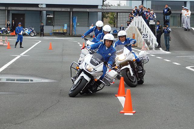 画像: 静岡会場 白バイ模範走行