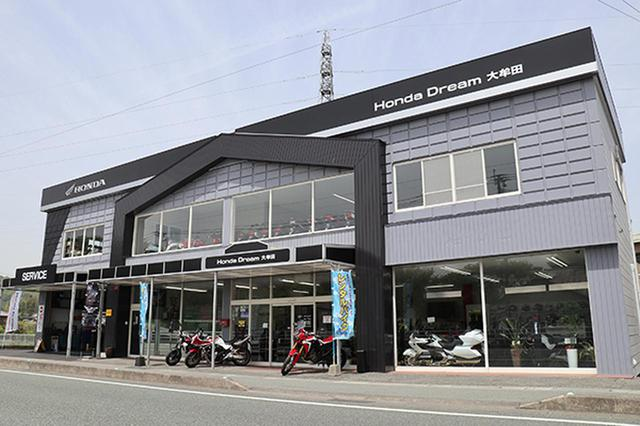 画像: 店舗は九州新幹線新大牟田駅から車で約10分、県道10号線沿いに立地