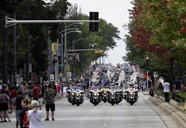 画像: 最終日のパレード。地元警察官もHD車で参加するのが恒例