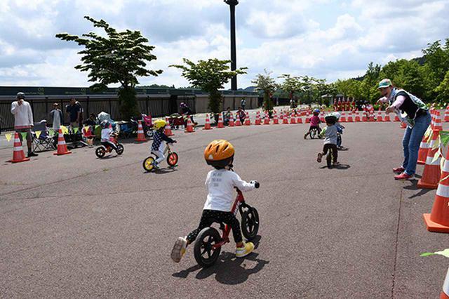 画像: 子供達によるストライダーの大会なども開催