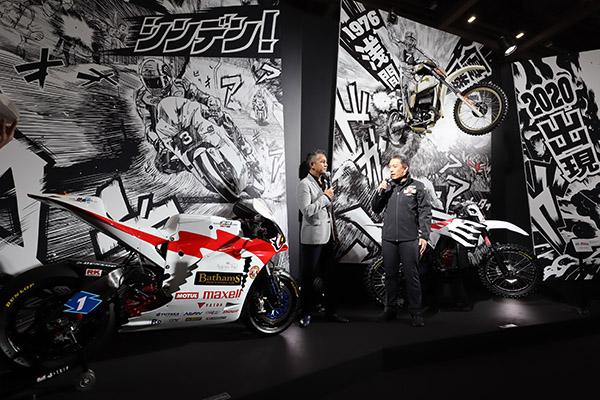 画像: 「チームバサムムゲン」の参戦と参戦マシンを発表した宮田明広監督(右)。 左は開発ライダーの宮城光氏
