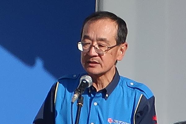 画像: 閉会を宣言するスズキ二輪の濱本社長