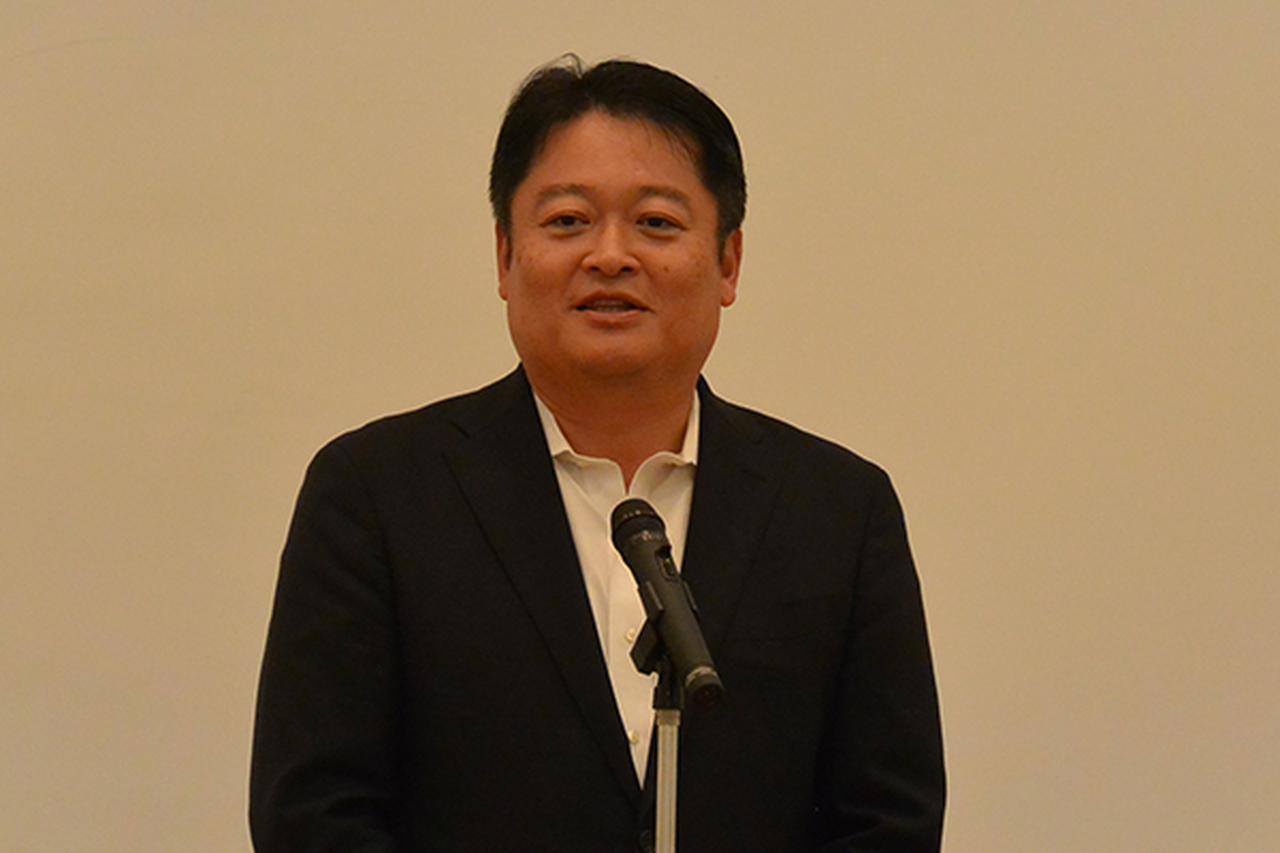 画像: 開会あいさつを行う山梨県の長崎知事