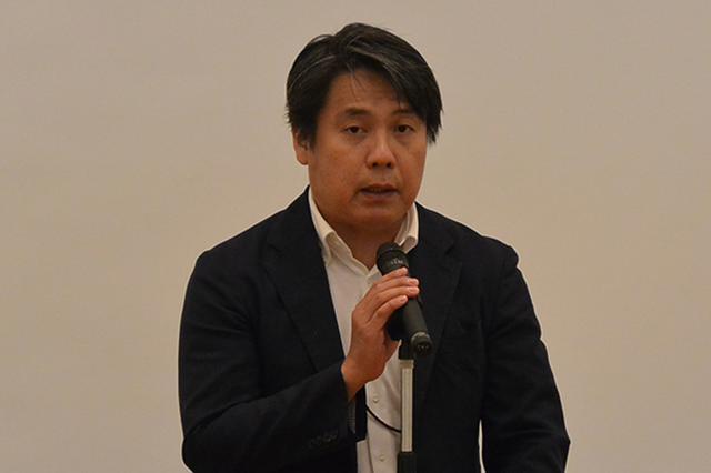 画像: 開会あいさつを行う経産省の河野課長