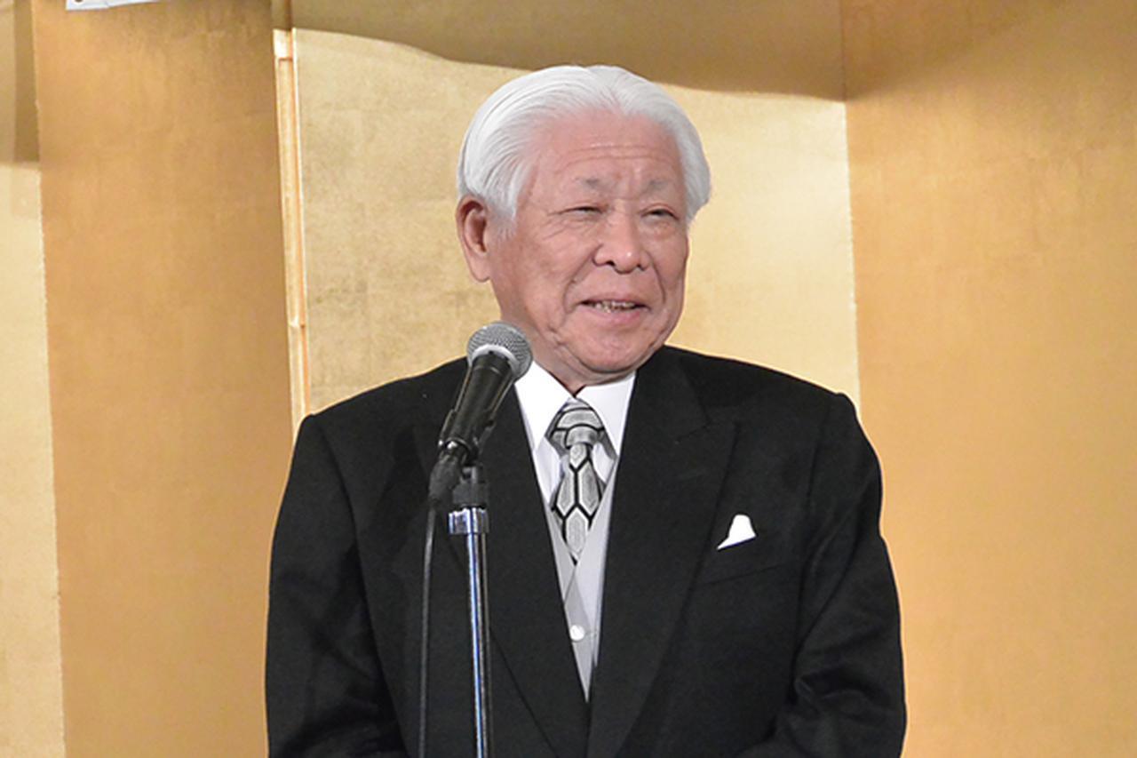 画像: 受賞祝賀会で受賞者を称える日整連の竹林会長
