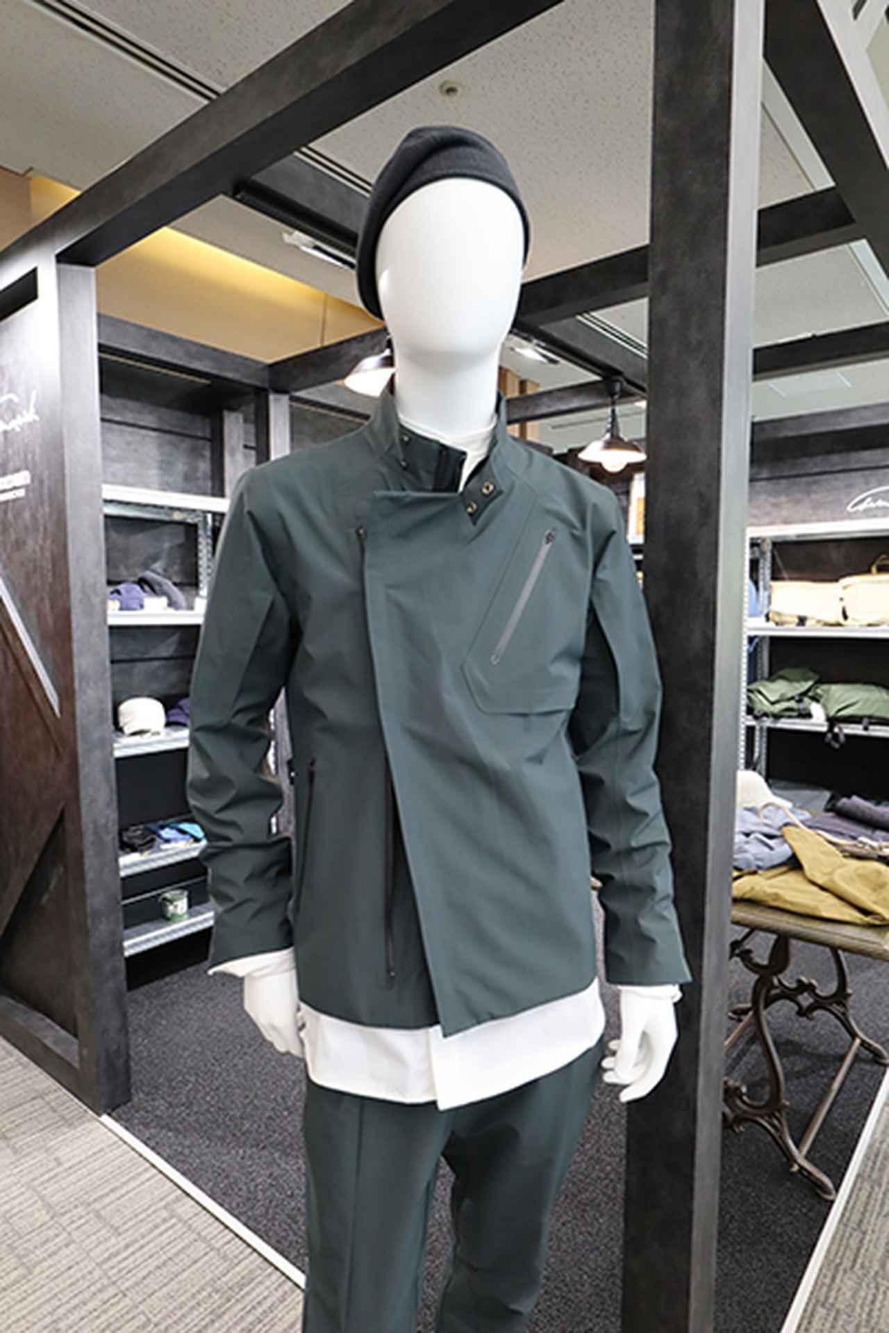 画像: GWマーベリック ライディングジャケット(4万8000円)=ライダースジャケットのプレーンなスタイルに、ゴアテックス、アクションプリーツ、袖ベンチレーション等を採用し、ライディング適性を高めた。