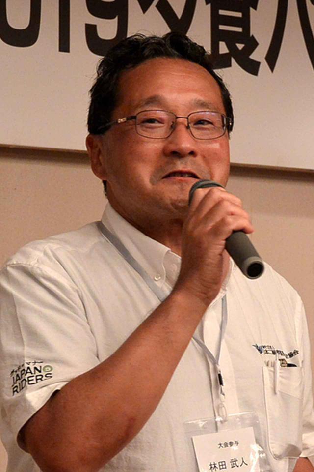 画像: 選手を労う林田日本二普協専務理事