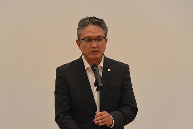 画像: 閉会あいさつを行うAJの大村会長