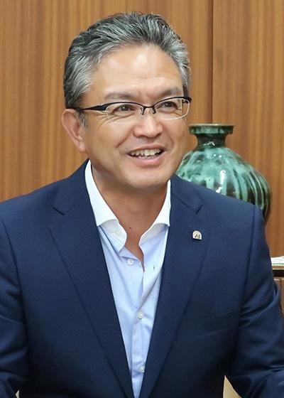 画像: 現在、全国オートバイ協同組合連合会の理事長を務める大村直幸氏。大村氏は、前吉田会長の実績を引き継ぎ積極的に尽力し、二輪車事業の販売環境は大きく改善しつつある