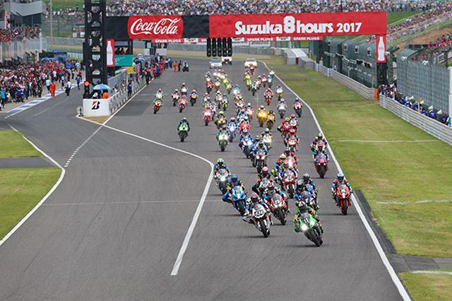 画像: 鈴鹿8時間耐久レースのスタートシーン。灼熱の鈴鹿サーキットを8時間も革ツナギ着て熱いバイクに乗って走ります。これは相当な体力がいりますよ。そんな中でレースをするのです。海外には24時間戦うレースもあります。耐久も凄まじいスポーツであります