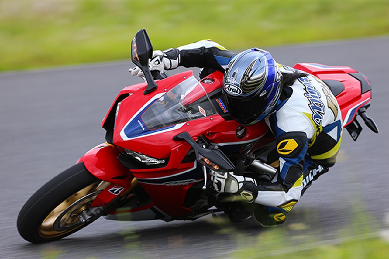 画像: 宮崎敬一郎さん58歳。たいていバイクを地面にこすり付けるような走りです。(写真=南孝幸)