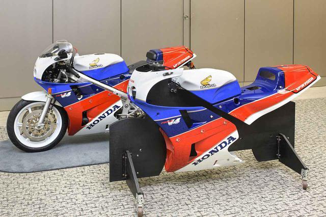 画像: VFR750R(RC30)と、再生産/塗装されたフェアリング
